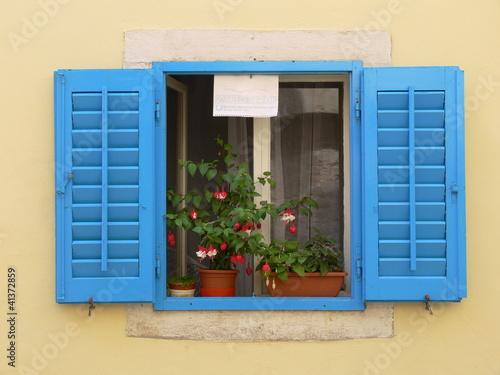 haus mit blauen fensterl den von mucas26 lizenzfreies foto 41372859 auf. Black Bedroom Furniture Sets. Home Design Ideas