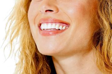 Junge Frau die lächelt
