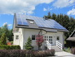 Leinwanddruck Bild - Einfamilienhaus mit Photovoltaikanlage