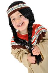 Kleines Mädchen im Indianer-Kostüm