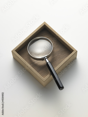 magnifying glass in the box - lente d'ingrandimento