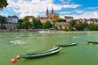 Bateau mouche sur le Rhin devant la cathédrale de Bâle.