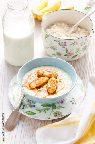 Porridge with bananas