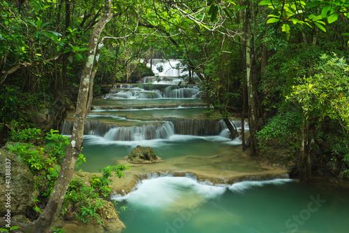 siklawa-w-glebokim-lesie-tajlandia