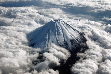 上空から撮影した富士山頂上
