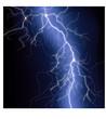 Blitze mit blauem Schein