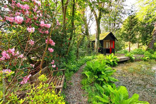 Papiers peints Azalea Beautiful romantic garden in Springtime