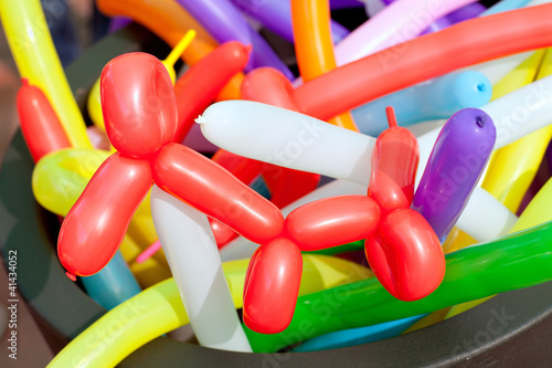 Leinwanddruck Bild balloon twisting art children workshop