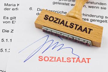 Holzstempel auf Dokument: Sozialstaat