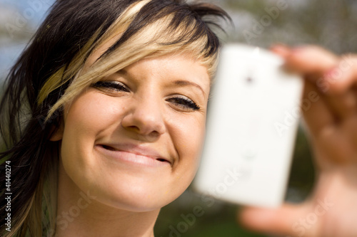 Woman uses a Mirror-App