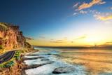 Crépuscule sur le littoral ouest de La Réunion.