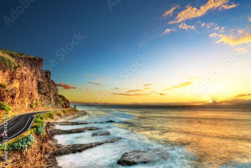 Crépuscule sur le littoral ouest de La Réunion. - 41442653