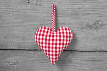 Ein rotkariertes Herzerl für Verliebte