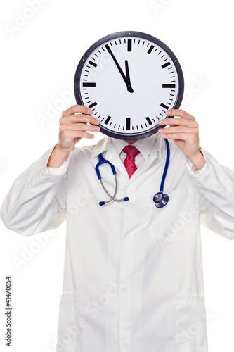 Arzt im Stress mit Uhr vor Kopf