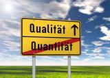 "Ortsschild ""Qualität / Quantität"""