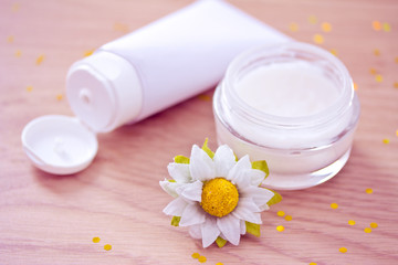 natural organic moisturizer with daisy
