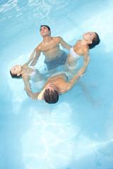 Gruppe beim Wasseryoga