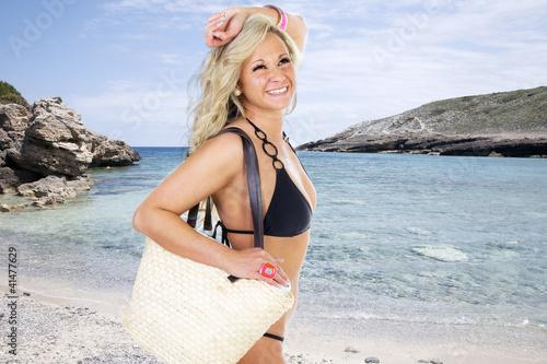 Blonde Schönheit am Strand