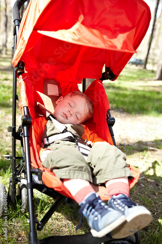 Kid sleeps the buggy