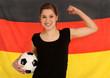 Frau vor Deutschland Fahne