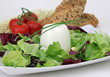 Schafkäse mit Salat