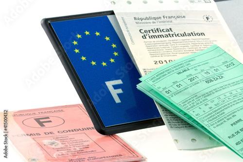 plaque d'immatriculation, assurance, carte grise ...
