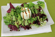 Schafskäse mit Salat