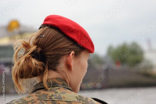 Leinwanddruck Bild soldatin