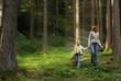 canvas print picture - Mutter und Tochter beim Pilze sammeln