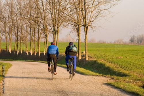 Ciclisti in autunno