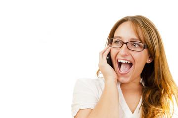 Joven ejecutiva habla por teléfono