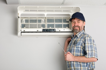 repairman air conditioner