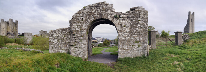 Trim castle, gates to cheeps.