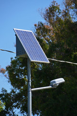 pannello solare con lampione