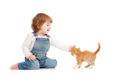 kid playing wit cat