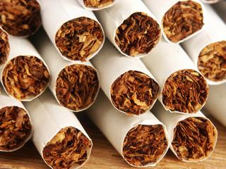 Detalle de un grupo de cigarrillos.