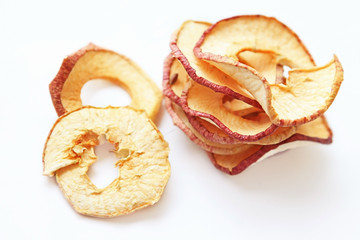 Getrocknete, ungeschälte Apfelringe