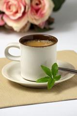 Espresso mit Steviablättern