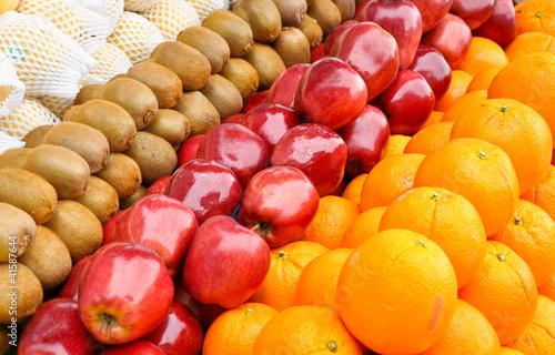 Frisches Obst Äpfel orangen kiwis