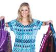 Junge hübsche Frau mit Taschen nach Einkauf lacht