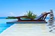 piscine, lit de soleil double, empilement de galets