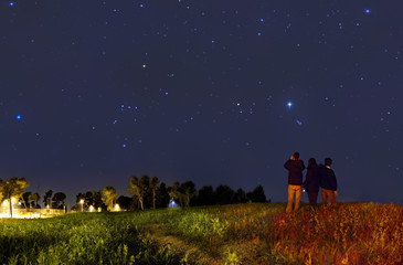 Looking at the stars with binoculars