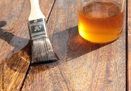 Holzschutz durch Leinölanstrich - 41668227