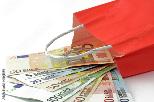 euro in papiertüte