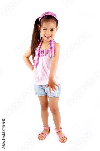 jolie petite fille debout en short et bandeau dans les cheveux photo libre de droits sur la. Black Bedroom Furniture Sets. Home Design Ideas
