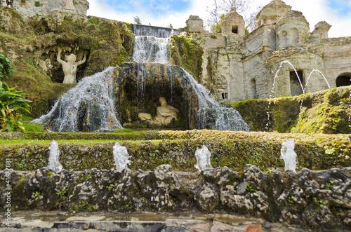 Leinwanddruck Bild Fontana della Rometta in the Gardens of Villa d'Este in Tivoli