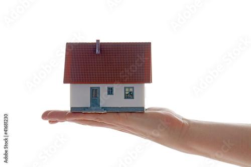 Hand mit Eigenheim