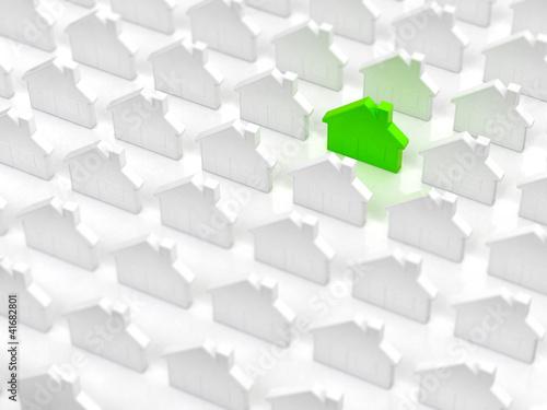 Grünes Energiesparhaus unter Normalen Häusern