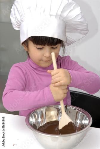 Ni a cocinando crema de chocolate para torta de - Nina cocinando ...