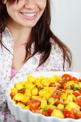 frau lacht in salat #1